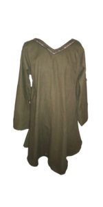 Medieval Clothing: Tunic. History of the tunic, uses and cloak styles.