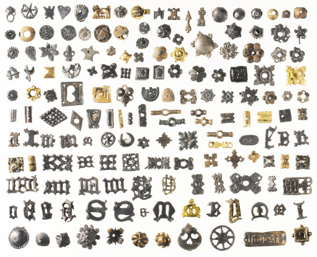 A selection of 164 from among ca 1500 different mounts.