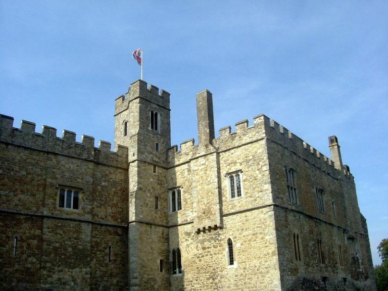 Castle battlements. CC image by Greycap.